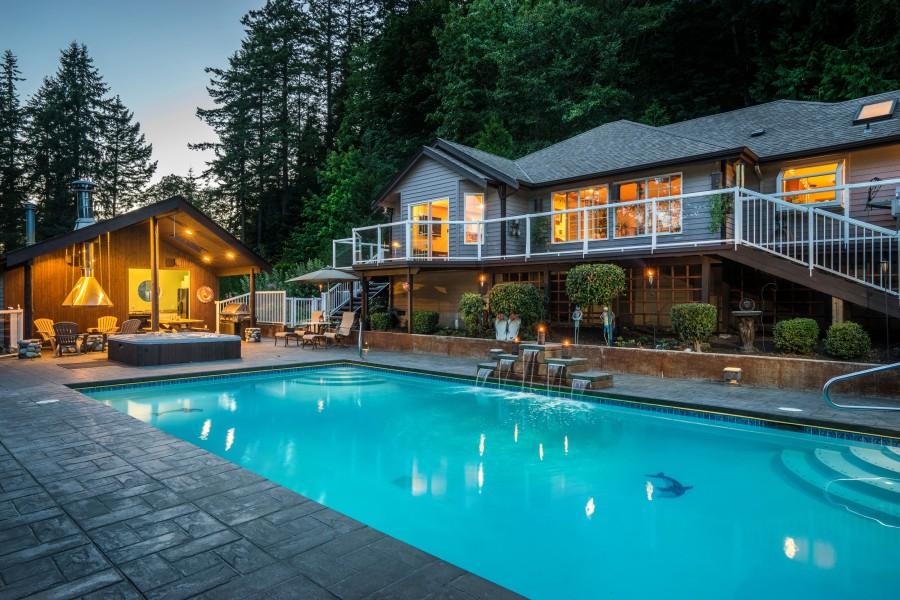 Sedro-Woolley Pool Home — Private Backyard Oasis! 20837 Rocky Ridge Lane, Sedro-Woolley